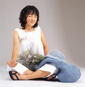 spring-clean-asian-woman-lavendar10038702